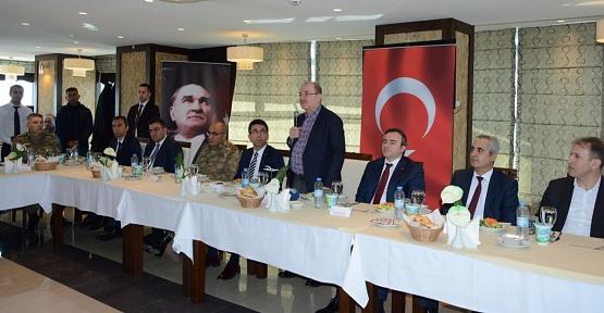 Bakan Yardımcısı Öztürk,  Kanaat Önderleri ve STK'larla Bir Araya Geldi