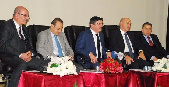 AK Parti İl Başkanlığı 'Cumhurbaşkanlığı Sistemi ve Türkiye' Paneli Düzenledi