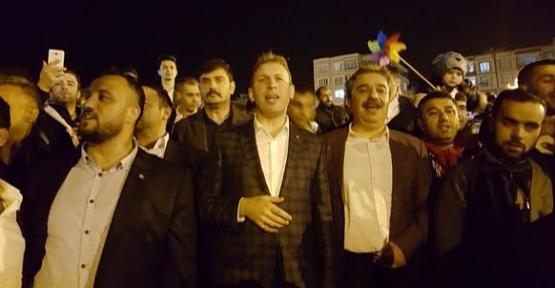 AK Partili Gençler Zafer Kutlaması Yaptı