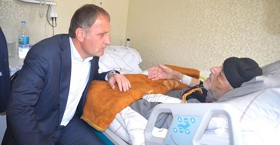 Başkan Özcan'dan Hasta Ziyaretleri