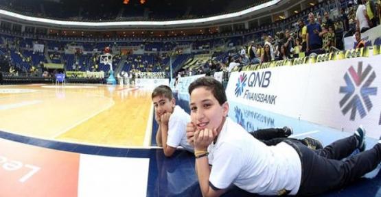 Siirtli Çocuklar Aynı Pozu Ülker Arena'da Verdi