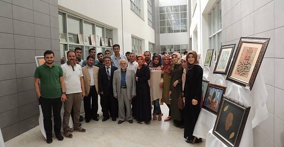 Siirt Üniversitesi İlahiyat Fakültesi Öğrencileri Ebru ve Hat Sergisi Açtı