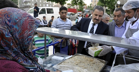 Siirt Vakfı Diyarbakır'da 1500 Kişilik İftar Çadırı Açtı