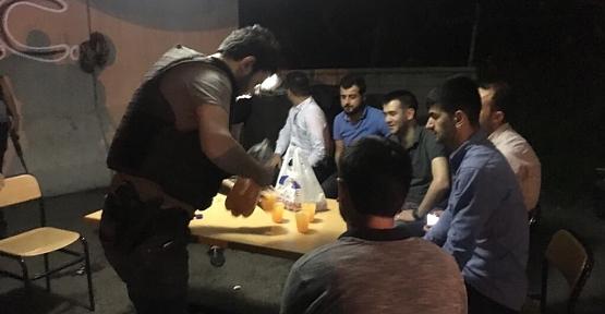 AK Parti Gençlik Kollarından Polislere Moral Ziyareti