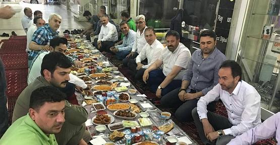 AK Parti Teşkilatı Fatih Çarşısı Esnafıyla İftar Açtı