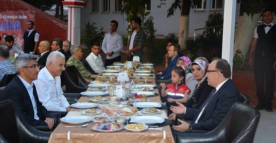 Jandarma, Şehit ve Gazi Ailelerine İftar Verdi