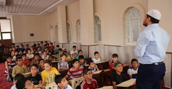 12 Bin 700 Öğrenci Kuran-ı Kerim Öğreniyor