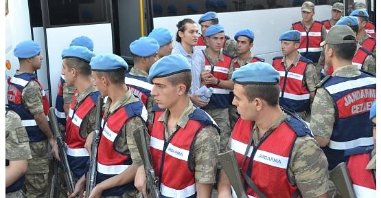 Fetö Davasında Ara Kararda 17 Asker Tahliye Edildi