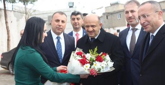 Başbakan Yardımcısı Fikri Işık, Kurtalan Belediyesini Ziyaret Etti