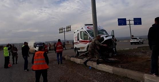 Siirt Ambulansı Beşiri'de Kaza Yaptı