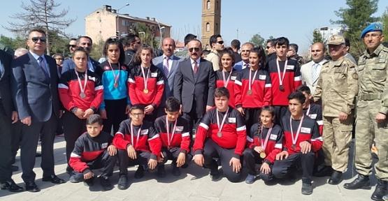 Siirt'in Altın Çocukları Takım Halinde Birinci Oldu