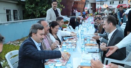 Siirt'te İlk İftar Bin 500 Kişiyle Aynı Sofrada Açıldı