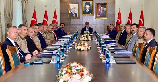 """Vali Atik, Diyarbakır İlinde Yapılan '""""Bölge Güvenlik Toplantısı""""na Katıldı"""