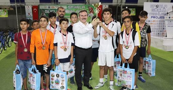 """""""Sporla Güçlü Yarınlara"""" Projesi Kapsamında Düzenlenen Halı Saha Turnuvası Sona Erdi"""