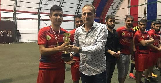 """""""Pervari Futbolcu Yetiştiriyor"""" Futbol Turnuvası Sona Erdi"""