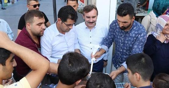 Türk Telekom Osmanlı iletişim Vatandaşlara Aşure Dağıttı