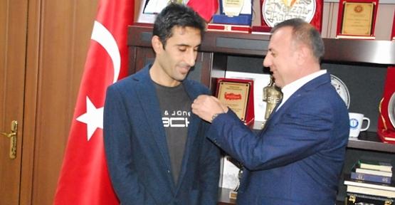 Başkan Karaatay, KPSS Türkiye Birincisini Ödüllendirdi