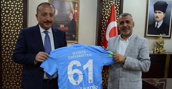 Vali Atik, Trabzonspor Sevdalısı Siirtli Vatandaşın İsteğini Yerine Getirdi
