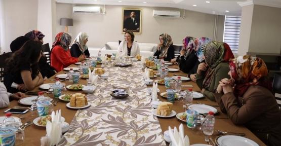 Vali Eşi Fulya Atik, Bayan Din Görevlileri İle Bir Araya Geldi