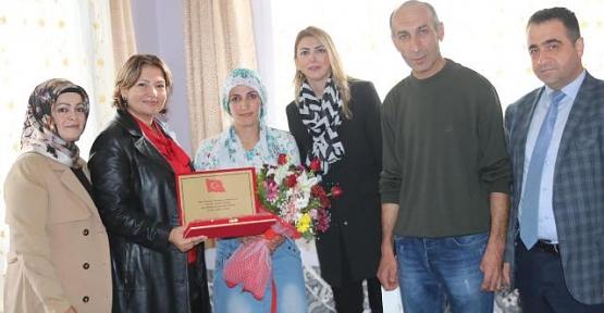 Vali Eşi Fulya Atik, Şehit Ailesini Ziyaret Etti
