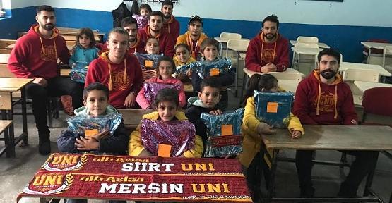 Mersin UltrAslan Taraftar Grubu'ndan Şirvanlı Öğrencilere Ayakkabı Yardımı