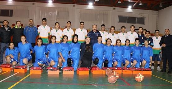 Vali Ali Fuat Atik, Öğrencilerle Basketbol Oynadı