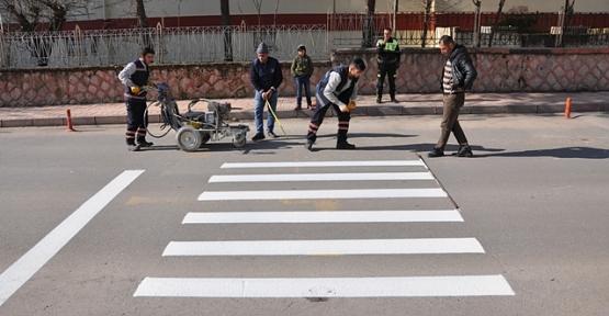 Siirt Belediyesi Okul Önlerine Yaya Geçitleri Yapıyor
