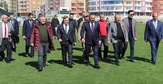 Bakan Yardımcısı Hamza Yerlikaya, Siirt Atatürk Stadında İncelemelerde Bulundu