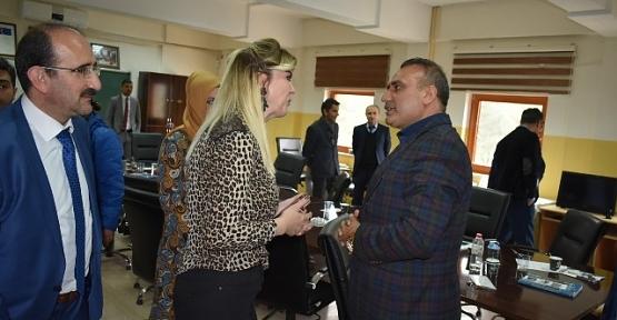 Belediye Başkan Adayı Ali İlbaş'tan Okullara Ziyaret