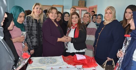 Vali Eşi Fulya Atik, Pervari İlçesinde '8 Mart Dünya Kadınlar Günü'nü Kutladı