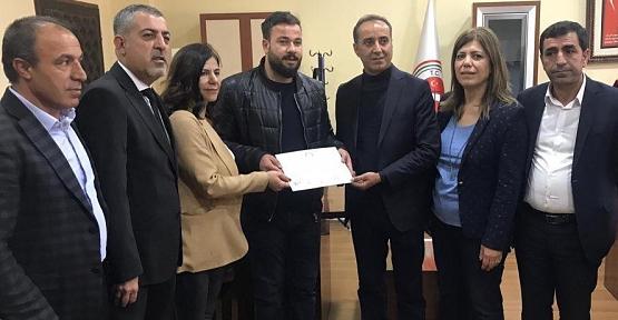 HDP'li Siirt Belediye Başkanı Berivan Helen Işık Mazbatasını Aldı