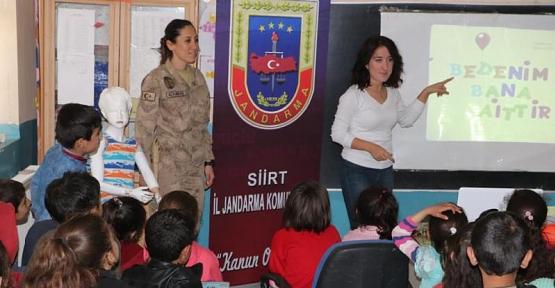 Jandarma İle Çocuklar Daha Güvende