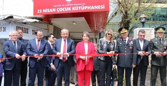 Vali Atik, 23 Nisan Çocuk Kütüphanesinin Açılışını Yaptı