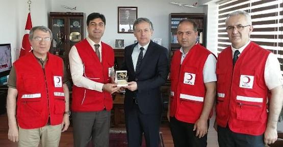 Kızılay Genel Merkez Denetim Kurulu Üyesi Yener Tanık Başkanlığındaki Heyet Erbil'de