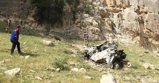 Fren Yerine Gaza Bastı, Otomobil Uçuruma Yuvarlandı