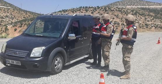 Jandarma'dan, Narkotik ve Göçmen Kaçakçılığı Uygulaması