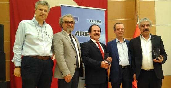 Ressam İpek, Ressam Halis, Açıkhava Reklamcıları Derneğinden Ödül Aldı