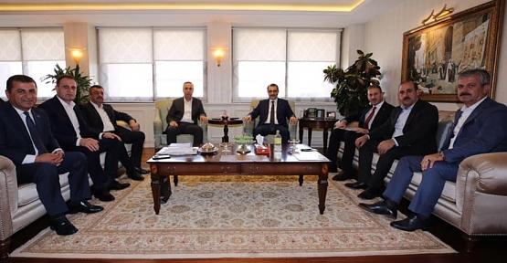 Ören, Çalapkulu, İlçe ve Belde Belediye Başkanları Enerji Bakanı Fatih Dönmez'i Ziyaret Etti