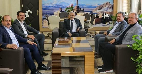 Siirt Heyeti Ağrı İl Emniyet Müdürlüğüne Atanan Nihat Özen'i Makamında Ziyaret Etti