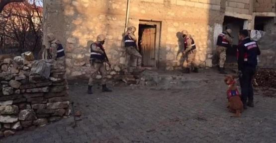 Siirt'te Teröristlere Yardım Ettiği Belirlenen 3 Kişi Tutuklandı