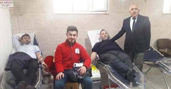 Cuma Namazı Sonrası Ensar Camide Kan Bağışı Yapıldı
