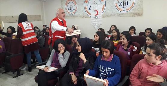 Siirt Kızılay Şubesinden Öğrencilere Hazırlık Kitabı