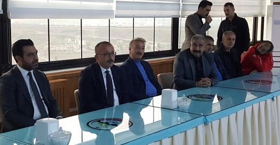 AK Parti İl Başkanı Ekrem Olgaç Futbolculara Primlerini Dağıttı, Şampiyonluk İstedi