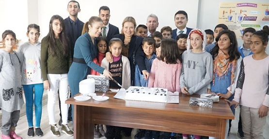 Vali Atik'in Eşi Fulya Atik, Baykan İlçesinde Düzenlenen Etkinliklere Destek Verdi