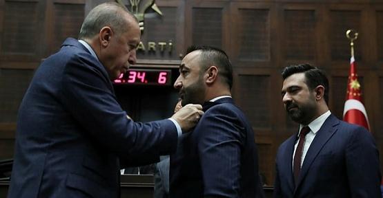 Murat Akgün'e Parti Rozetini Cumhurbaşkanı Erdoğan Taktı