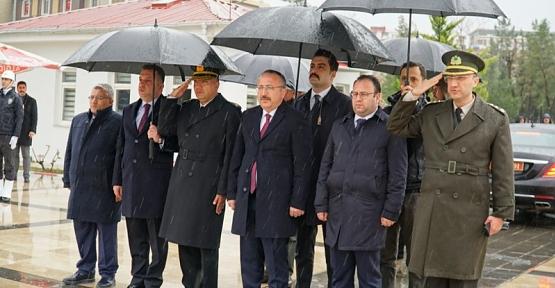 18 Mart Şehitleri Anma Günü Nedeniyle Garnizon Şehitliğinde Tören Düzenlendi