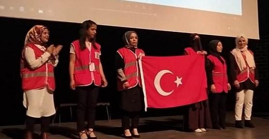Genç Kızılay Topluluğu Deprem Konulu Tiyatro Oyununu Sahneledi