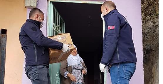 Pervari Belediyesinden 65 Yaş Üstü Vatandaşlara Gıda Yardımı