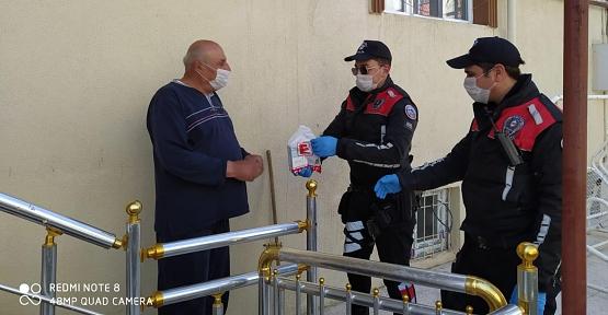 Siirt Emniyeti 65 Yaş Üstü Vatandaşların Evine Hizmet Götürüyor