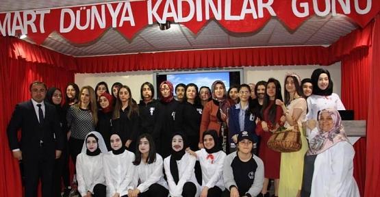 Zübeyde Hanım Kız Anadolu Lisesinden Kadınlar Günü Etkinliği